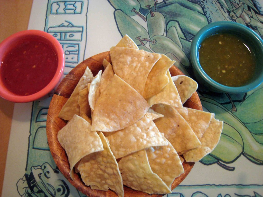 Salsa and chips at Mariscos Altamar